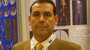 El Clínico de Granada implanta una técnica pionera para tratar el aneurisma de aorta abdominal