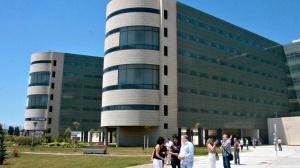 Aplican por vez primera en Andalucía una novedoso sistema de anclaje de endoprótesis que evita fugas